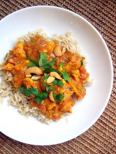Cashew Chicken Curry- this curry is fabulous! Even my East Indian friends love it and have asked for the recipe. I use 3 Tbsps curry powder and tsp cayenne. I often use boneless, skinless chicken thighs as the meat is more moist. Dinner Dishes, Dinner Menu, Food Dishes, Dinner Ideas, Main Dishes, Cashew Chicken, Chicken Curry, Indian Food Recipes, Asian Recipes