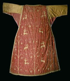 Vestment, dalmatic first half 13c 141cm (55.5 in.) long. In Halberstadt: Cathedral, Treasury