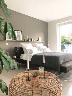 #schlafzimmer #minimalistisch #scandinavisch #grau #schwarzweiss #betonboden BETTENWECHSEL 🖤