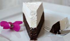 Čokoládová fantazie - tmavá a bílá čokoláda. Vynikající pochoutka pro gurmány.