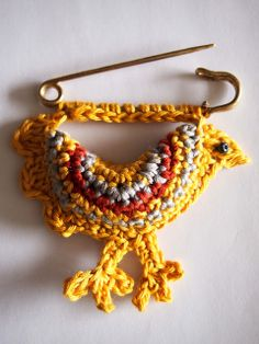 VMSom Ⓐ basket: Charming little chicken pin with photo how-to