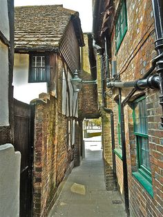 Old Horsham Alley ..........(97/365)