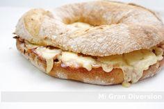 Rosca rellena de lomo, bacon y queso