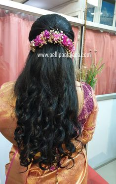 Order Fresh flower poolajada, bridal accessories from our local branches present over SouthIndia, Mumbai, Delhi, Singapore and USA. Bridal Hairstyle Indian Wedding, Bridal Hair Buns, Bridal Hairdo, Wedding Hairstyles For Long Hair, Saree Hairstyles, Bride Hairstyles, Headband Hairstyles, Hair Scarf Styles, Curly Hair Styles