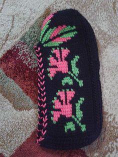 Örgü Abiye Patik Modelleri Teachers Pet, Flip Flops, Beanie, Booty, Slippers, Knitting, Crochet, Hats, Loafers & Slip Ons
