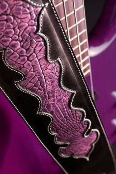 Really ? A guitar strap that cool?! Neat ! :D