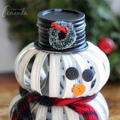 If you& feeling crafty this holiday season, this mason jar lid snowman is for you. Canning Lid Pumpkin, Canning Jar Lids, Mason Jar Lids, Mason Jar Wine Glass, Diy Christmas Decorations Easy, Holiday Crafts, Christmas Crafts, Homemade Christmas, Christmas Ideas
