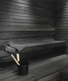 Untreated sauna benches and panel walls can be blackened using the Supi Sauna Wax by Tikkurila. This water-soluble solution with natural wax is colourless but it can be tinted black. Sauna Shower, Spa Sauna, Sauna Steam Room, Sauna Room, Modern Saunas, Piscina Spa, Spa Food, Sauna Design, Outdoor Sauna