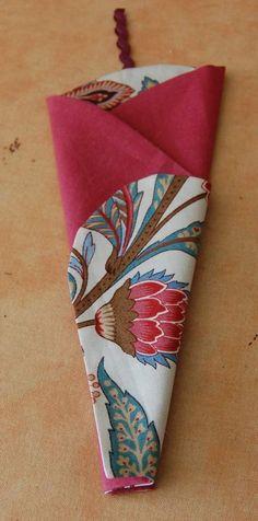 un étui à ciseaux – Créativités manuelles Coin Couture, Scrapbook, Sewing, Crochet, Fabric, Articles, Dressmaking, Blue Prints, Scissors
