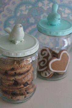 leuke manier om koekjes, zelf gemaakt, kado te doen. Voor de juf?