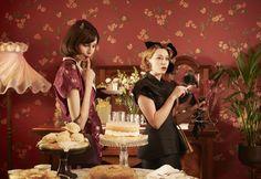 Kate Winslet's Frockery Rocked Sleepy Town in 'The Dressmaker' Kate Winslet, Movie Costumes, Cool Costumes, The Dressmaker Movie, Hugo Weaving, Clothing Blogs, Moda Paris, Liam Hemsworth, Fashion Tv