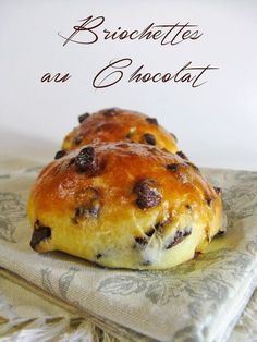 J'en reprendrai bien un bout…: Briochettes au Chocolat Sweet Breakfast, Breakfast Time, Delicious Desserts, Dessert Recipes, Yummy Food, Cheesecake Desserts, Pumpkin Cheesecake, Cooking Chef, Cooking Recipes
