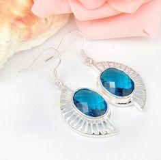 Örhängen - Silver belagda örhängen med blå kristall