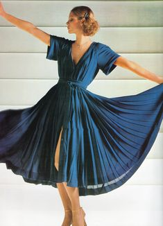 Jean Patou haute couture- 1977 Blue crepe silk button down pleated dress. L'officiel USA Summer Issue 1977