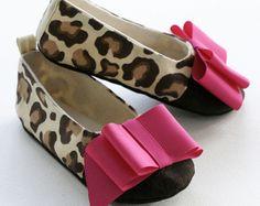 Zapatos de bebé - niño zapatos - Cheetah zapatilla de Ballet impresión - Ballet plana - marrón Natural con moño rosa caliente - bebé almas zapatos de bebé