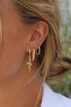 Pearl Ear Cuff, Pearl Cuff Earring, Ear Cuff no piercing, Pearl Earrings, Conch Hoop - Custom Jewelry Ideas Innenohr Piercing, Cute Ear Piercings, Double Piercing, Multiple Ear Piercings, Belly Button Piercing, Ear Piercings Conch, Helix Piercing Jewelry, Ear Peircings, Belly Button Jewelry