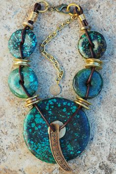 gorgeous turquoise donuts, linked with golden beads