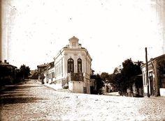 O stradă de poveste: Puțul cu Apă Rece, distrusă de Ceaușescu foto: arhiva case vechi, B.A.R., E.Bădescu. Joy Of Life, My Town, Old City, Old Pictures, Time Travel, Buildings, Places To Visit, Exterior, Memories