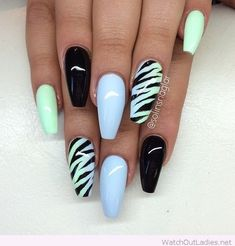 The Zebra Lined Coffin Nails. Pattern of zebra is always on the trend, whether it comes on coats or on nails. Zebra patterned coffin nails is the worth trying nail art design, if you are looking for some casual look. Halloween Acrylic Nails, Best Acrylic Nails, Zebra Nails, Pink Nails, Stylish Nails, Trendy Nails, Nagellack Design, Grunge Nails, Ballerina Nails