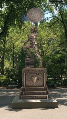 Next time I get to #NYC, this statue is #1 priority on the must-visit list. WOW #CaptainAmerica #Bronze #Art #Marvel @marvel