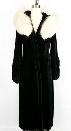 Vintage 1930's Black Velvet Opera Coat ET14