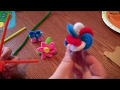 short video on how to make these adorable flower rings out of pipe cleaners