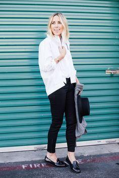 Nejjednodušší, nejklasičtější a nesmrtelná kombinace! WOW! #skolastylu #blackwhite #styling #jakseoblekat #jaknosit #inspirace Winter Sneakers, Clearance Shoes, Cheap Shoes, Desi, Normcore, Booty, Women, Style, Fashion