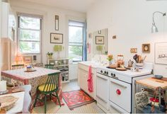 cozy, bright kitchen <3
