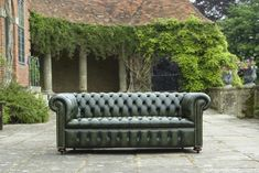 Chesterfield leather sofa bespoke high quality direct from UK manufacturer. if you are searching for high quality leather chesterfield sofa we manufacture what you are looking for Best Leather Sofa, Leather Chesterfield, Chesterfield Sofas, Leather Sofas, Green Leather Sofa, Black Leather, Club Sofa, Sofa Deals, Upholstery Trim