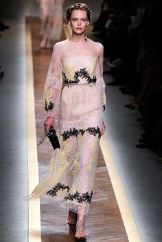 Valentino Spring 2012 Ready-to-Wear Fashion Show - Frida Gustavsson (IMG)