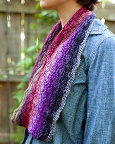 http://knittingwithsandrasingh.blogspot.fr/2015/01/new-rosyposys-starburst-cowl.html