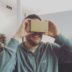 An awesome Virtual Reality pic! @google #strategen die in Kartonboxen schauen  Für Stephan war heute verfrüht #Weihnachten als er Fabians neustes #Spielzeug ausprobieren durfte: die #cardboard #VR #brille von #Google!   __________________________________________ #verrückteneuewelt #recycling #thefutureisnow #spielkinder #incardboardwetrust #virtualreality by netzstrategen check us out: http://bit.ly/1KyLetq
