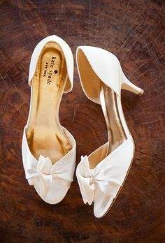 Brides.com: Wedding Shoes with Bows. Kate Spade Kitten Heels. There's no shame in a wearing a cute little kitten heel on your wedding day—this timeless, retro pair was made for dancing! Browse more retro wedding accessories.