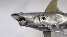 Artist turns old hubcaps into awesome animal sculptures. Art by Ptolemy Elrington - Hubcap Creatures