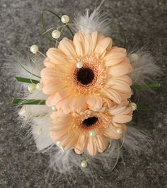 Feathers + gerberas = Gorgeous!