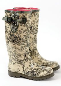 Yah, I'd wear these. Love the pink liner! Tamara Henriques rubber boot inspired by an antique rococo toile print found in a wallpaper museum in France. You can buy them at www.wellies.com