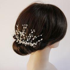 Ręcznie wypleciony grzebyczek do włosów. Przepiękna, klasyczna ozdoba ślubna do upięć.  Do kupienia w sklepie internetowym Madame Allure :)