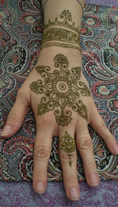 New England's premier henna artist. Henna for parties, weddings, brides and events. Henna Mehndi, Mehndi Tattoo, Mehndi Art, Henna Tattoo Designs, Henna Art, Henna Tattoos, Indian Mehndi Designs, Mehandi Designs, Indian Mehendi