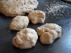 Τα παραδοσιακά, πεντανόστιμα Λευκαδίτικα λαδοκούλουρα, φτιάχνονται πανεύκολα! Για όσους δεν τα γνωρίζουν είναι μυρωδάτα γλυκά ψωμάκια, τα οποία αν φρυγανίσετε γίνονται και σαν παξιμαδάκια, ένα ιδανικό σνάκ!