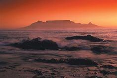 Table Mountain, Cape Town, South Africa - best at sunset Honeymoon Around The World, Places Around The World, Table Mountain Cape Town, One Night In Bangkok, 7 Natural Wonders, Safari, Cape Town South Africa, Beautiful Places To Visit, Amazing Places