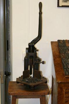 Generación del 27: Antigua Imprenta Sur. Troqueladora.