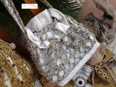LE TRAME DI ROSSELLA ANTICHI INTRECCI PER CREAZIONI ESCLUSIVE LUXURY CLOTHES AND ACCESSORY HANDMADE  Borsa secchiello in stoffa ricoperta da trama uncinetto