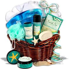 Don't have time to make it to the spa? We've brought the spa directly to you with our Classic Spa Gift Basket. Gift Baskets For Women, Gourmet Gift Baskets, Christmas Gift Baskets, Christmas Gifts For Her, Christmas Ideas, Boyfriend Gift Basket, Gourmet Food Gifts, My Birthday Cake, Happy Birthday