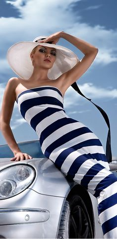 Go glam with bold nautical stripes and smoky eyes. Foto Fashion, Fashion Mode, Looks Style, Style Me, Color Splash, Color Pop, Ralph Gibson, Bcbg, Nautical Fashion