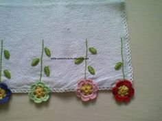 COM ARTE CROCHÊ: PANO DE PRATO COM BARRINHA DE CROCHÊ Crochet Borders, Crochet Squares, Crochet Stitches, Crochet Patterns, Crochet Crafts, Easy Crochet, Crochet Lace, Handmade Crafts, Diy And Crafts