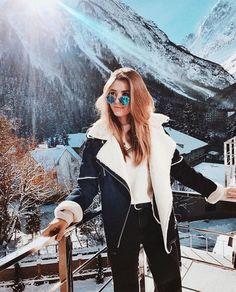 shot with a green wool jacket - Balcony shot with a green wool jacket .Balcony shot with a green wool jacket - Balcony shot with a green wool jacket . Cute Winter Coats, Winter Coat Outfits, Winter Fashion Outfits, Look Fashion, Autumn Winter Fashion, Ski Fashion, Tumbr Girl, Mode Au Ski, Bon Look