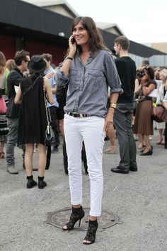 White skinny jeans, lace booties & grey shirt