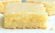 you love lemon bars or lemon brownies ? this lemon lemon brownies recipe is the best ever, come with only 3 weight watchers points. Ww Desserts, Weight Watchers Desserts, Healthy Desserts, Delicious Desserts, Dessert Recipes, Yummy Food, Lemon Recipes, Ww Recipes, Low Calorie Recipes