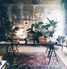 Decoreren kun je leren! Perzisch tapijt, een woonaccessoires die nooit tegen valt. Nog 7 andere tips, nu op de site. #interiordesign #inspiration #rug #linkinbio