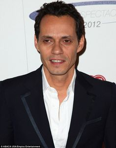 Marc Anthony, strabismus.